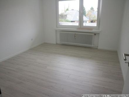 Renovierte 3-Zimmer-Erdgeschosswohnung mit Hochparterre-Balkon in Bloh/ Stadtgrenze zu OL