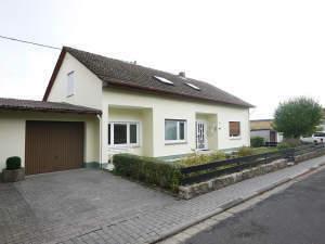 Natur pur - Freigestelltes 1-2-Fam.-Haus in Taunusstein-Watzhahn