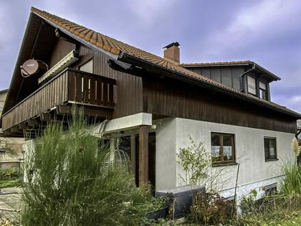 Geräumiges Zweifamilienhaus in Wolpertswende, Ortsteil von Mochenwangen!