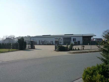 ZWANG - Gewerbegrundstück mit Werkstatthalle, Ausstellungs-, Büro- und Lagerräumen