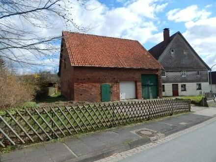 Verwinkeltes Wohnhaus und schöne Scheune