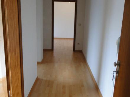2 ZKB ca. 71 m² 01.06. 560,- zzgl. MeringSt.A.(Bhf), 1.OG, WoKü, BmF, SBlk.,...