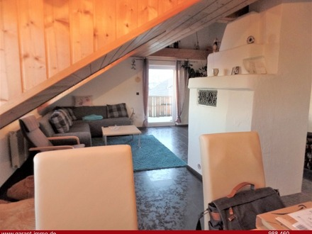 Gemütliche Dachgeschoss-Wohnung mit Garage und Gartenanteil!