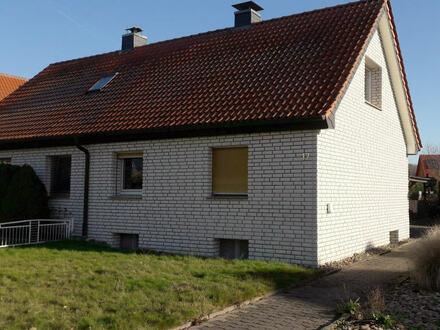 Kleine Doppelhaus-Hälfte mit kleinem Garten in ruhiger Wohnlage!