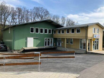 neuwertige Halle mit fast 7 m Innenhöhe ** RAUM LIF ** mit Büro