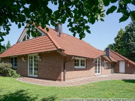 Besonderes Einfamilienhaus im Landhausstil mit Garage und großem Grundstück