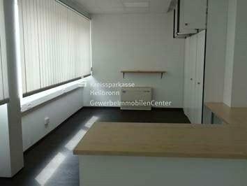 Büropavillon mit A81-Anbindung