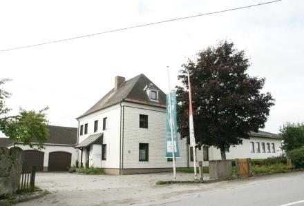 Lager-, Büro-, Werkstatt- und Garagenflächen in der ehem. Güterwegmeisterei Münzkirchen zu vermieten (von 15 bis 500 m²;…