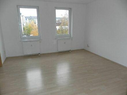 :::Helle Wohnung mit PKW- Stellplatz in Altendorf:::