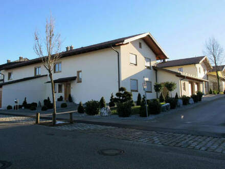 Top gepflegtes neuwertiges Reihenendhaus m. Doppelgarage, Stellplätzen, sehr schönen Garten in ruhiger Wohngegend