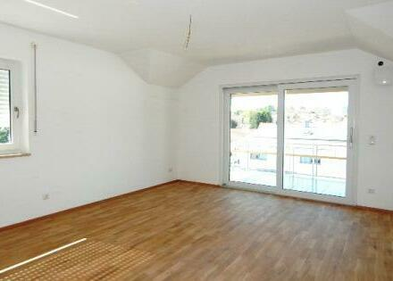 Erstbezug: Schicke 3 Zimmer DG Wohnung mit Balkon und Garage in Passau-Neustift zu vermieten!