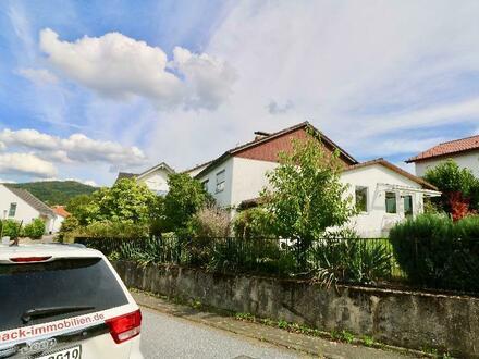 Viel Platz für die große Familie oder auch Mehrgenerationen-Haus in einem angenehmen Wohngebiet.
