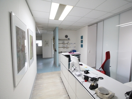Attraktive, helle Praxis- oder Büroräume in zentraler Lage von Hausberge