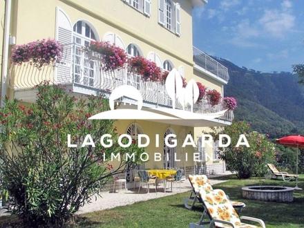 Wunderschöne, große Villa mit 3 Wohneinheiten auf einem großen Grundstück