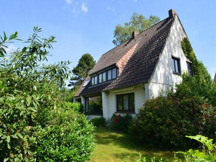 Solides 1 bis 2-Familienhaus mit Garage auf herrlichem Grundstück in Top-Lage von Platjenwerbe