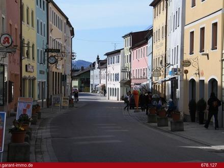 Erstbezug! 4 Zimmer-Wohnung in zentraler Lage mit Bergblick!