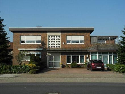 Gepflegtes Dreifamilienhaus mit Büro und Lagerflächen