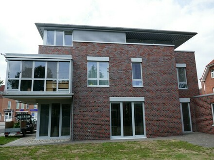 Großzügige Obergeschoss-Eigentumswohnung mit Wintergarten und Balkon in Papenburg-Untenende