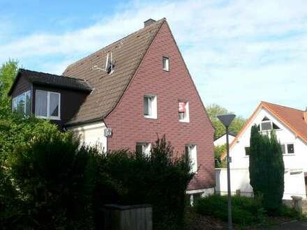 In ruhiger Seitenstraße - freistehendes Einfamilienhaus mit vier Garagen - Dortmund-Benninghofen/Loh