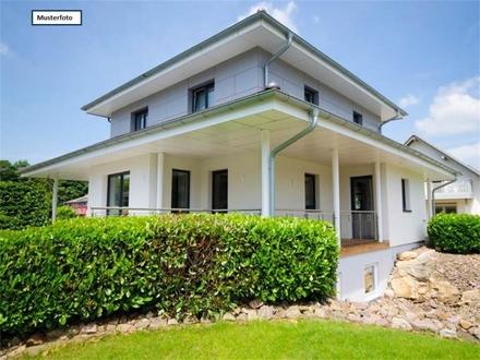 Teilungsversteigerung Zweifamilienhaus in 75249 Kieselbronn, Eisinger Str.