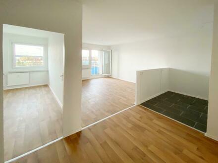 Wohntraum für alle! Frisch renovierte 4-Raum Wohnung mit schickem Tresen und Balkon