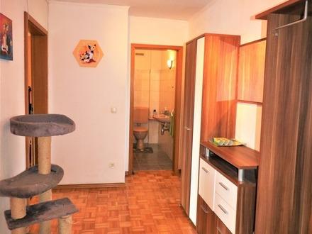 Wunderschöne 3 Zimmer Dachgeschoss-Wohnung mit Loggia/Balkon, Garage und Garten