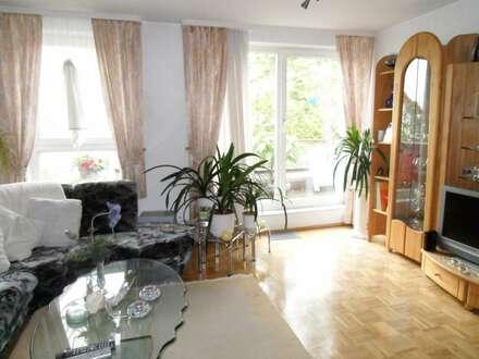 In dieser 3 Zimmerwohnung mit riesigem Balkon lebt man gern