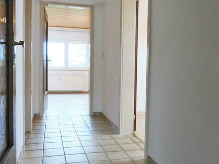 3-Zimmer-DG-Wohnung mit EBK, Balkon und PKW-STP