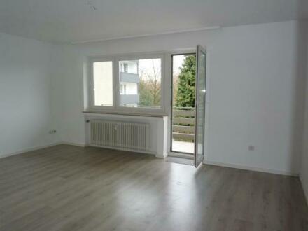 Bezugsfertige Wohnung mit Balkon und Blick ins Grüne!