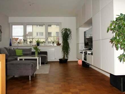 Schöne 4-Zi.-Whg.ob. Eselsb., 105 m², EBK, KM 900 Euro, ab 1.19. Tel. (0731)...