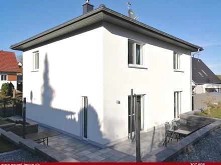 Neuwertiges Einfamilienhaus mit Doppelgarage!