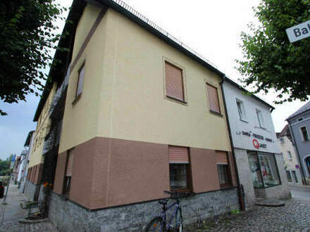 Mehrfamilienhaus im Zentrum von Mitterteich- Kapitalanlage für Handwerker