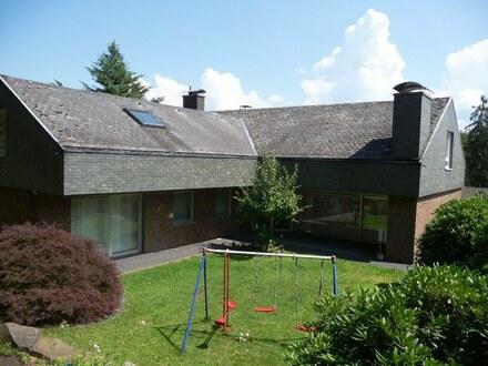 Imposantes Einfamilienhaus mit Einliegerwohnung, 2-3 Garagen in Bestlage von Siegen! Modernisiert!