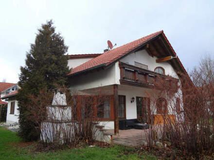 Vermietetes Zweifamilienhaus mit Einliegerwohnung in idyllischer Lage