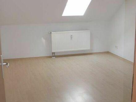 1 Monat mietfrei wohnen! Wunderschöne, sonnige Dachgeschosswohnung im Lutherviertel 3 Zimmer