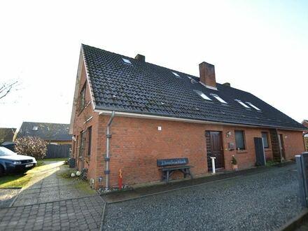 Mögliche Kapitalanlage: Geräumige, vermietete DHH in Sackgassenlage der Gemeinde Wanderup