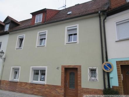 Sanierungsbedürftiges Reihenmittelhaus im Stadtzentrum von Tirschenreuth - nutzen Sie das kommunale Förderprogramm
