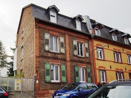 Frankfurt-Nied: Modernisierter 3-Familien Stilaltbau in altem Gewand!