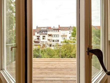 Erstbezug nach Sanierung: Moderne Altbau-Wohnung über 3 Ebenen mit Dachterrasse