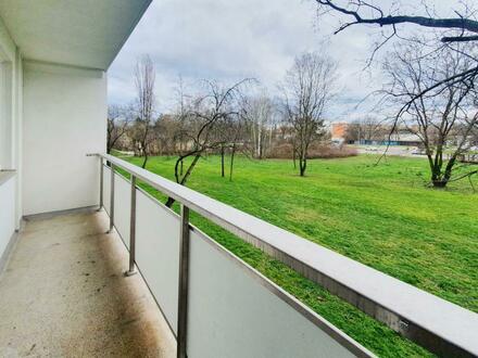 Genießen Sie den Blick ins Grüne vom Balkon aus! - 600 EUR Gutscheinpaket sichern!