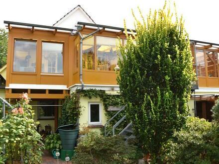 Einfamilienhaus mit Gewerbeeinheit und Gartenparadies in Diepholz