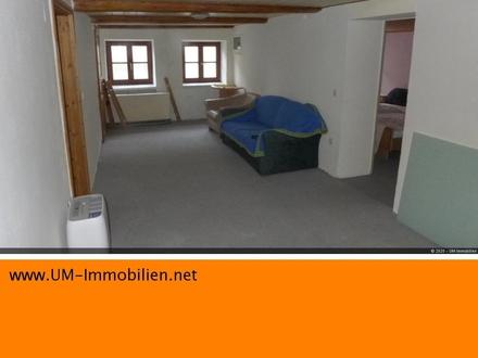 3 Zimmer Altbau-Wohnung, teilmöbliert, in denkmalgeschütztem Haus