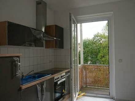 2 Zi Wohnung mit Einbau-Küche Zentrum, uninah, Strassenbahn, Balkon ins Grüne, 2 abschl. Kammern, Wäscheboden