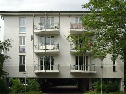 Modern geschnittene 2 Raum Wohnung mit Einbauküche