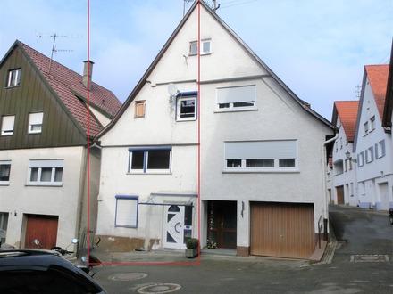 Sofort frei: Teilrenovierte Doppelhaushälfte im reizvollen Altstadtkern von Wiesensteig