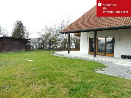 Vielseitige Nutzungsmöglichkeit- Zweifamilienhaus mit großem Grundstück in Ehingen-Berg