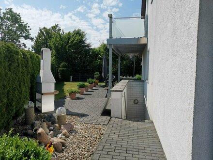 Maisonette-Wohnung mit Balkon, Terrasse, Garten und Garage in SZ-Fredenberg