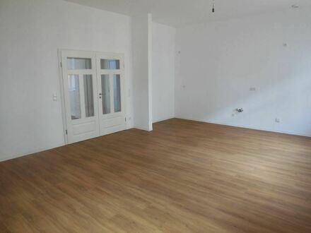 +++ Helle Wohnung in Zentrumsnähe mit offener Wohnküche und Balkon +++