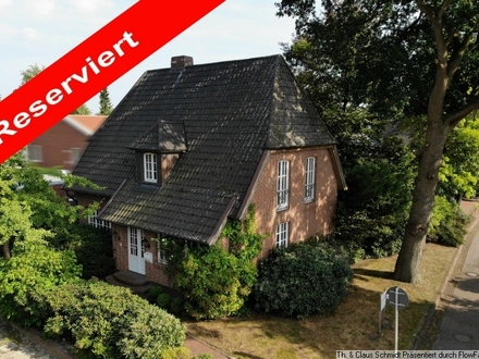 Reserviert: Stilvolles Wohnhaus mit Vollkeller und Doppelgarage in Rastede