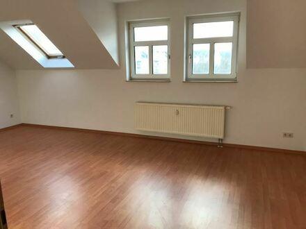:::AUF WUNSCH MIT EINBAUKÜCHE - Geräumige Dachgeschoss-Wohnung am Fuße des Kaßberges:::
